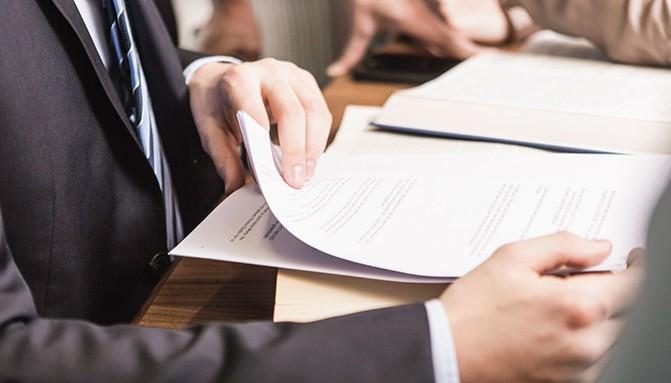 Abogado Administrativo con documentación