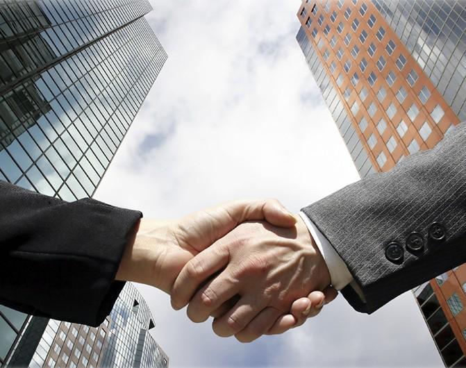 Abogado especialista en herencias asesorando a cliente